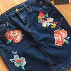 Tommy Hilfiger Embroidered Denim Skirt - NWT - 4